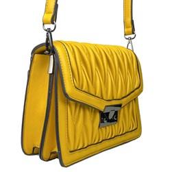 Bolsa Feminina em Napa Texturizada com Fecho de Metal Amarelo