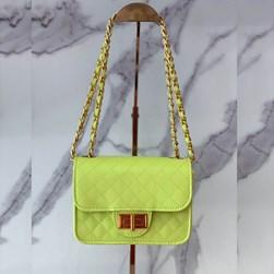 Bolsa Feminina Matelasse com Corrente e Fecho Verde Neon
