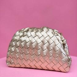 Bolsa Feminina Napa Trissê com Alça Ouro