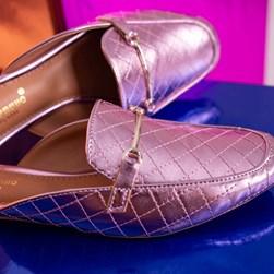 Mule Sapatilha Fashion Kelly em Matelassê Metalizado Rose