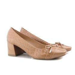 Sapato Feminino Scarpin Social Salto Baixo Grosso  Nude Verniz