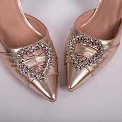 Sapato Scarpin Bella Salto Taça com Broche de Coração Ouro Light