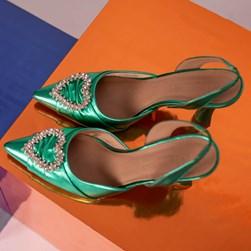 Sapato Scarpin Bella Salto Taça com Broche de Coração Verde