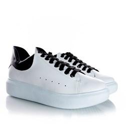 Tenis Casual Feminino Dora Comfy Cadarço Colorido Branco/Preto